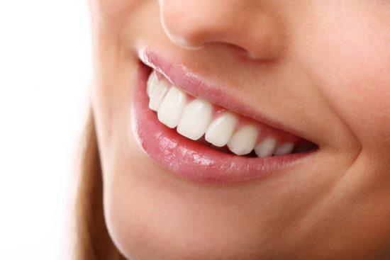 השתלת שיניים קדמיות למראה טבעי - דר' ק. מור-גן